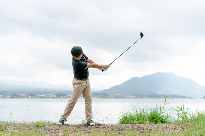 手打ちゴルフスイング